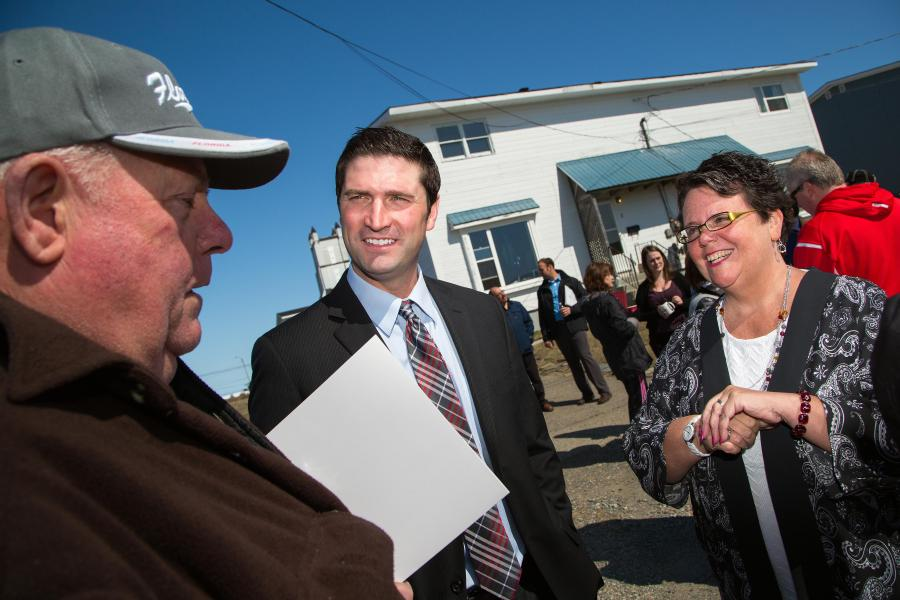 Housing Nova Scotia Minister Joanne Bernard and Transportation and Infrastructure Renewal Minister Geoff MacLellan chat with a New Aberdeen resident.
