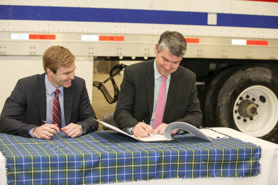 Nova Scotia Premier Stephen McNeil and New Brunswick Premier Brian Gallant sign a memorandum of understanding.